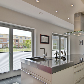 Plissee + Küchen = perfekte Raumdekoration